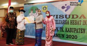 Bupati Bogor Wisuda 200 Lulusan Akademi Keluarga Hebat Indonesia